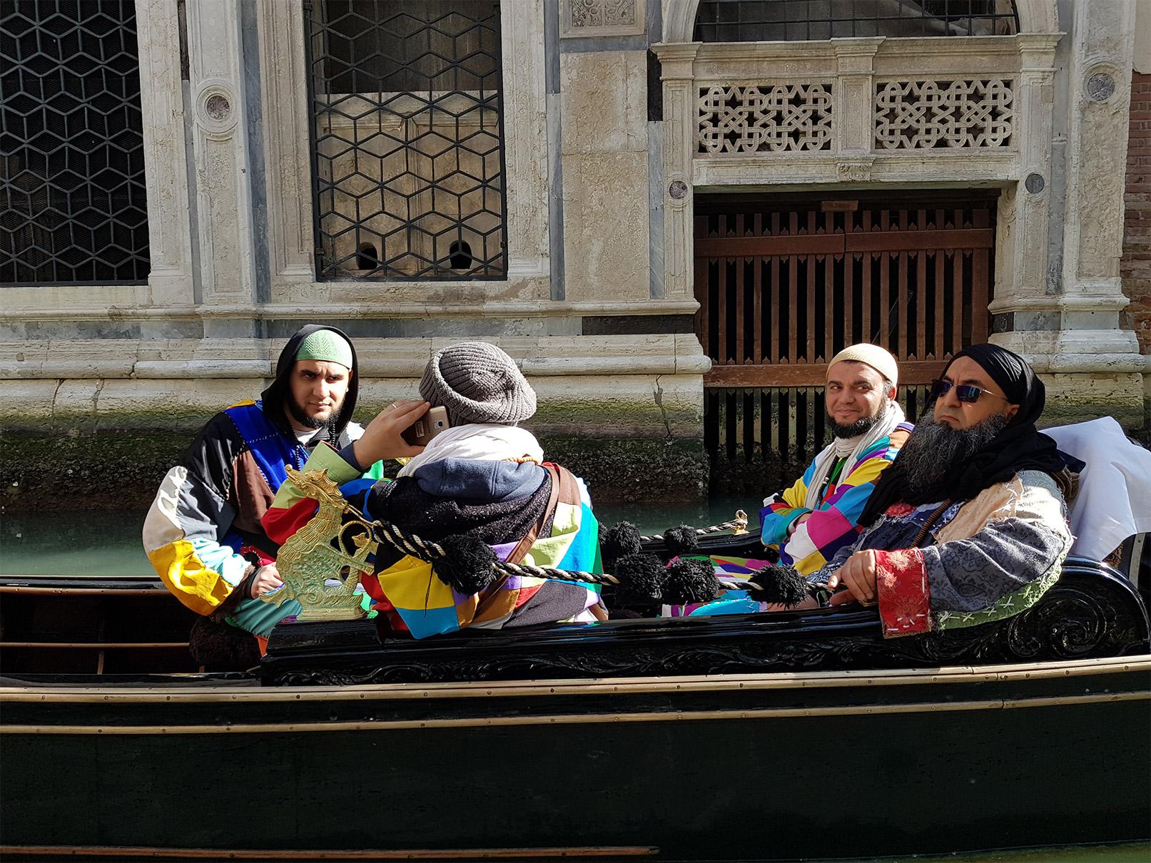 Sidi Shaykh sur une Gondole à Venise
