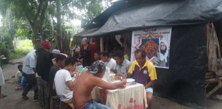Les villageois philippins remercient la Karkariya